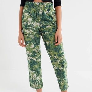 UO Jace Poplin Zip Front Cropped Army Camo Pants